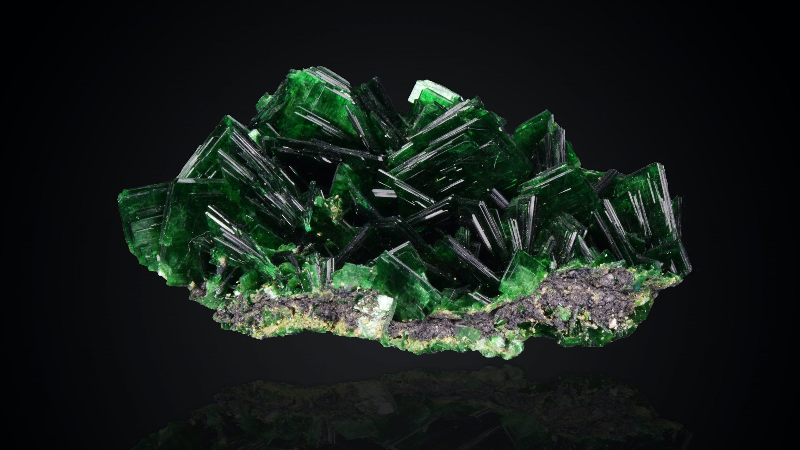 green and white crystal fragment